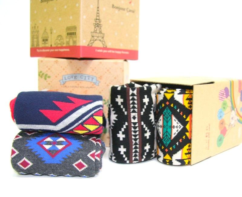 交換禮物 禮盒 MIT微笑標章精梳棉襪子禮盒(長襪任選兩雙一組)(盒子款式隨機出貨)