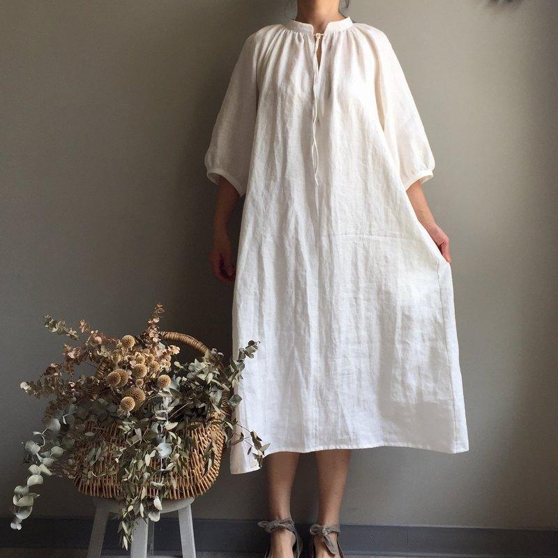 * 白色森林*  米白色小立領  開襟泡泡袖綁帶長版洋裝 / 空氣感