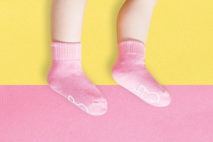 【快速出貨/免運】馬卡龍防滑2分之1童襪(櫻花粉)│質感禮盒包裝