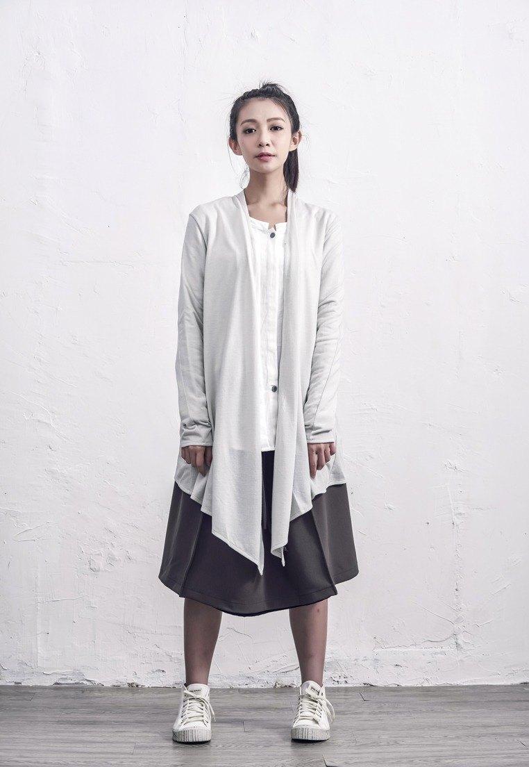 純色不規則外套/ 淺灰色
