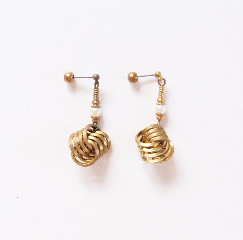 交織迴圈 黃銅珍珠耳環