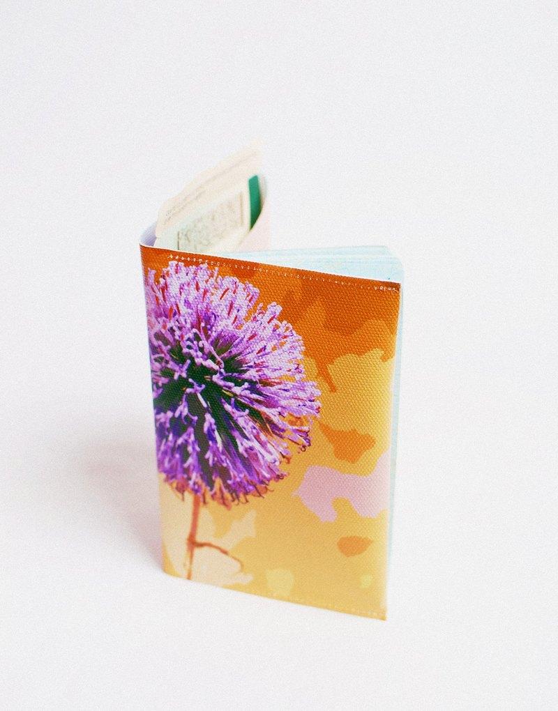 沙漠裡也有小紫花。護照套