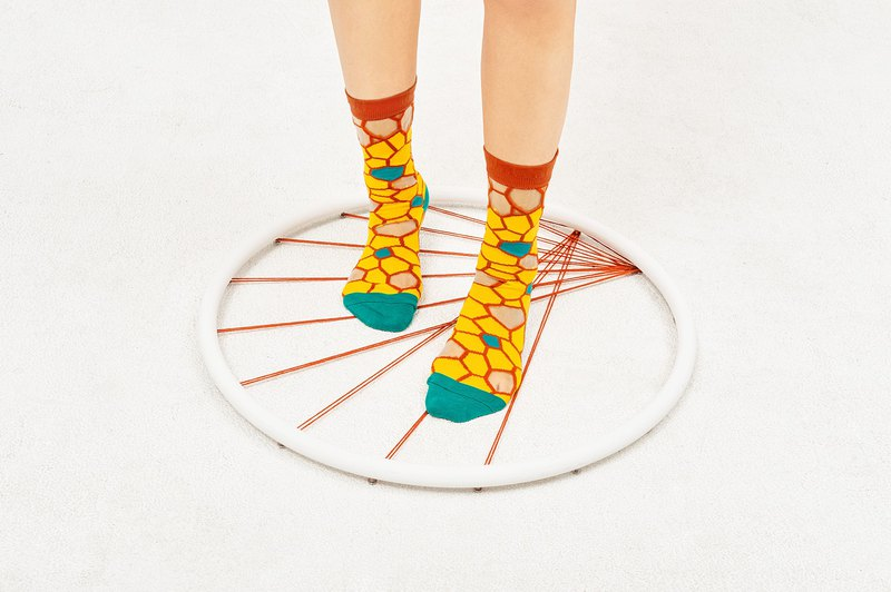 蜂巢 透膚中筒襪 - 襪子 -  黃