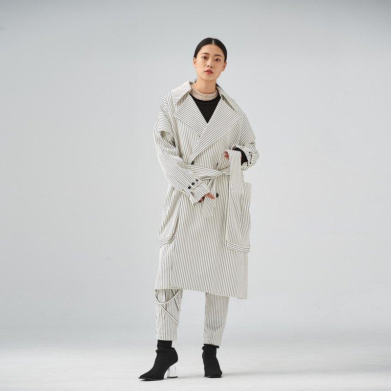 黑白條紋大口袋長大衣