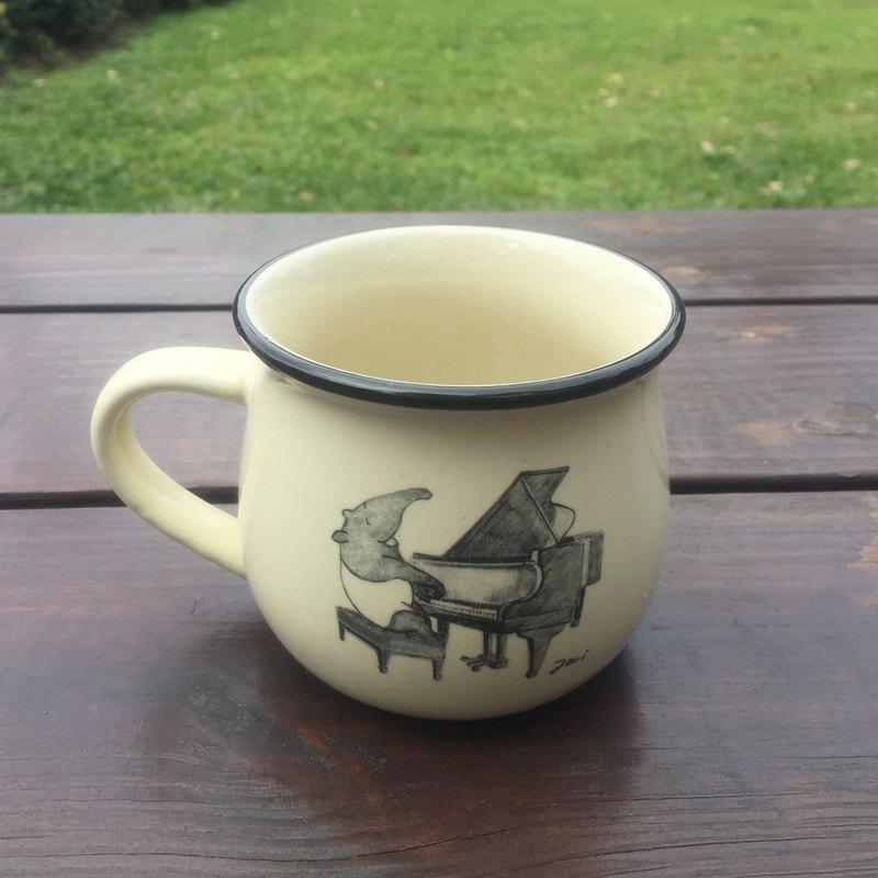 馬來貘插畫陶瓷咖啡杯-鋼琴演奏篇  米白色