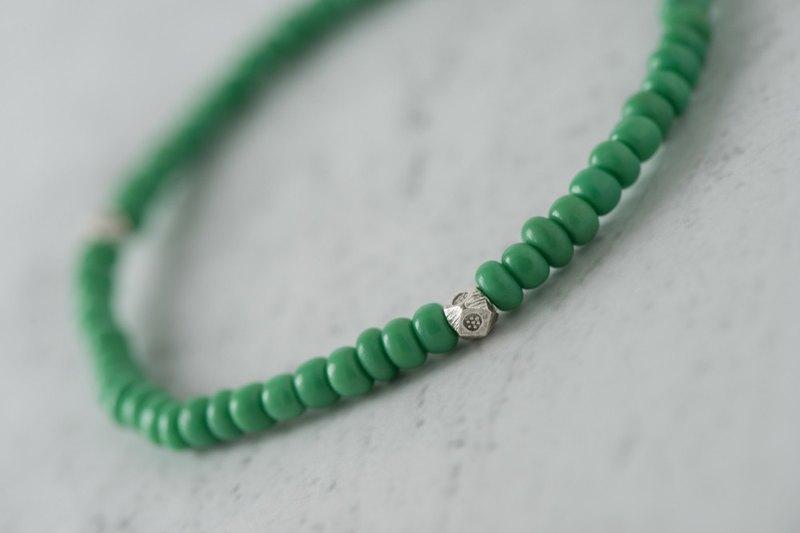 琉璃系列。軍綠琉璃4mm手串B款。純銀角珠。