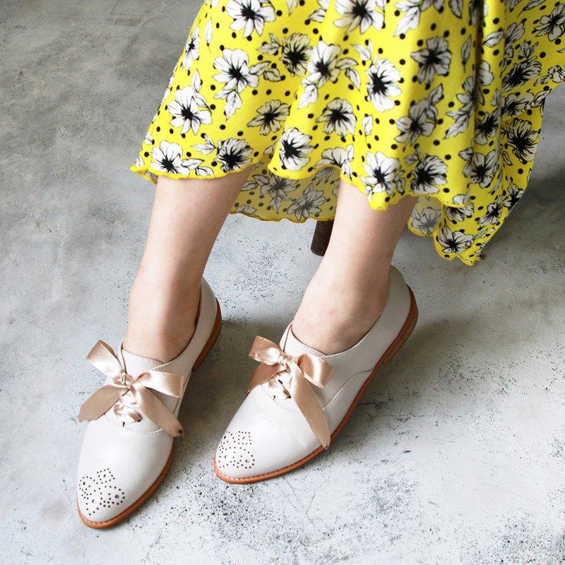 【手工訂製】經典真皮雕花緞帶牛津鞋_米白