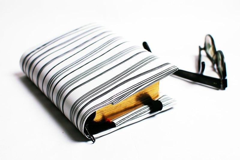 黑白。條紋---訂製聖經套 / 書套