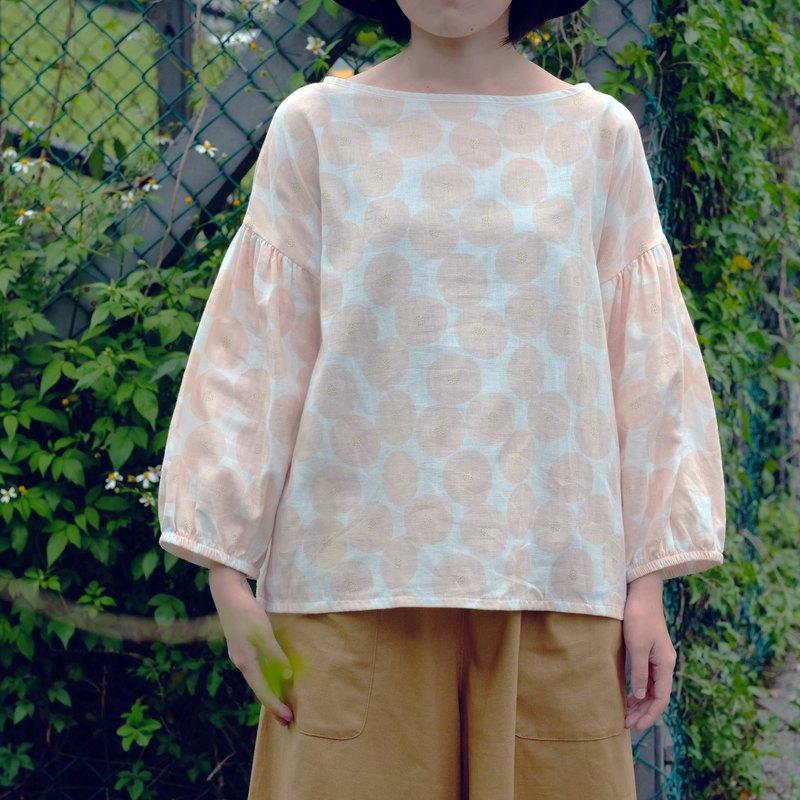櫻花粉 一字領短版上衣