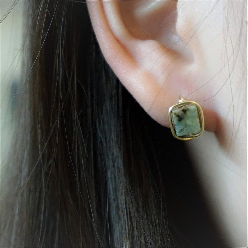 << 金線框耳針 - 非洲松石 >> 6mm非洲松石 ( 另有耳夾款 )