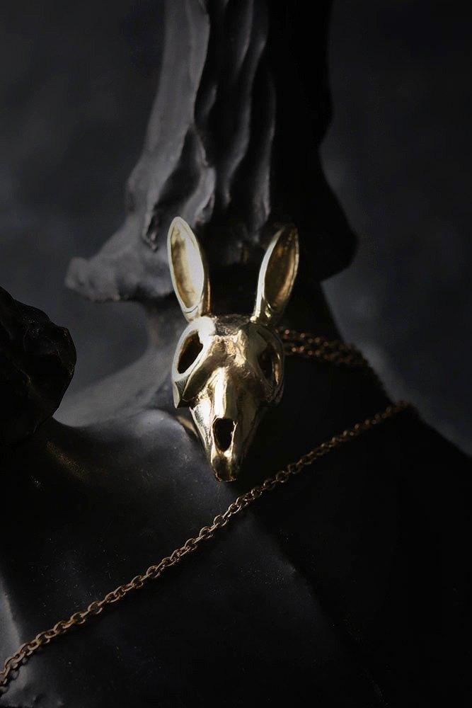 兔子頭骨項鍊。