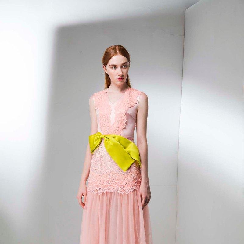 V領蕾絲拼接緞帶腰帶透視禮服