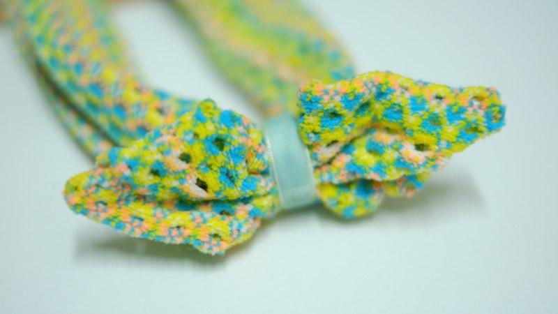 / 設計師及品牌簡介 / 湊襪子是湊在一起的湊,不是臭豆腐的臭噢! MOYA的襪子是由三個部分拼湊而成,所以我們叫湊襪子。 獨立打版加上特殊材質,第一眼看到襪子的客人都不相信這是襪子,超有彈性的特殊材