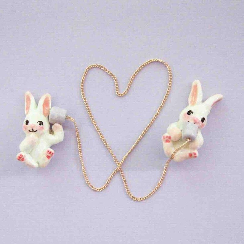 小兔子的傳聲筒 領針 / 胸針