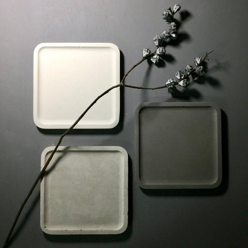清水模作品 - 水泥正方形置物碟 - 呈現水泥最原始顏色及質感