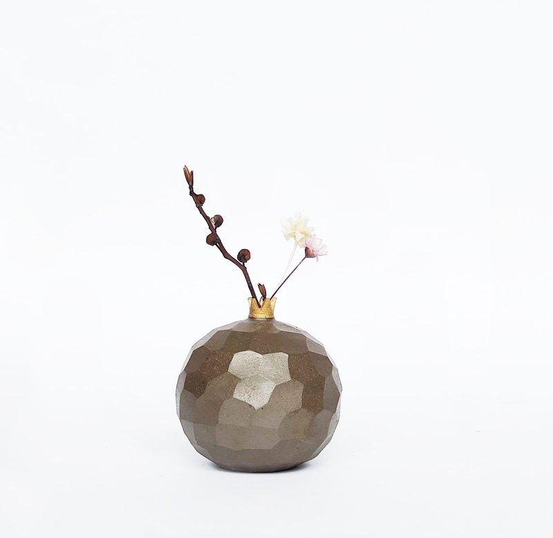 手工陶瓷石榴形状迷你花器-古朴棕