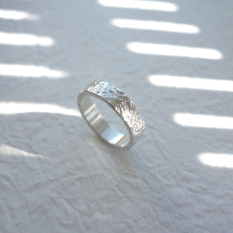 璀璨 - 純銀鍛敲戒指 - 可加購內側刻字