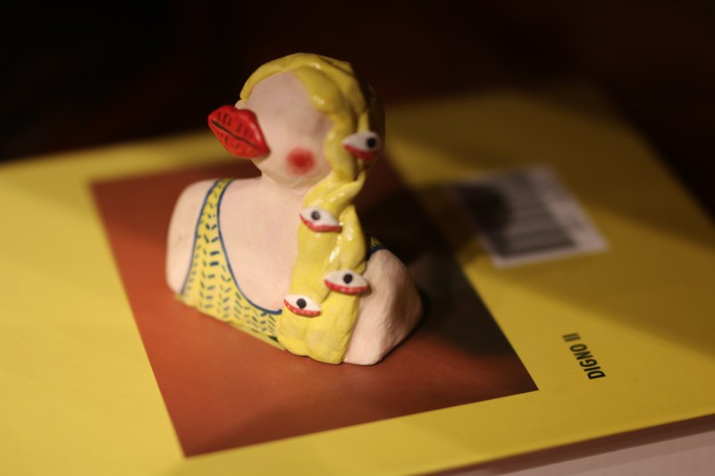 【肆仨手作】手捏手繪陶瓷擺件大嘴多眼小姐