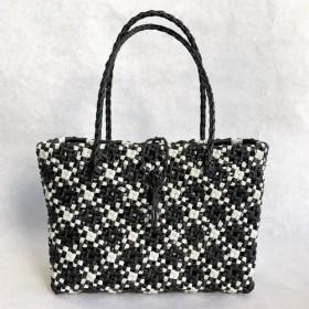32 黒のチェック籠バッグ