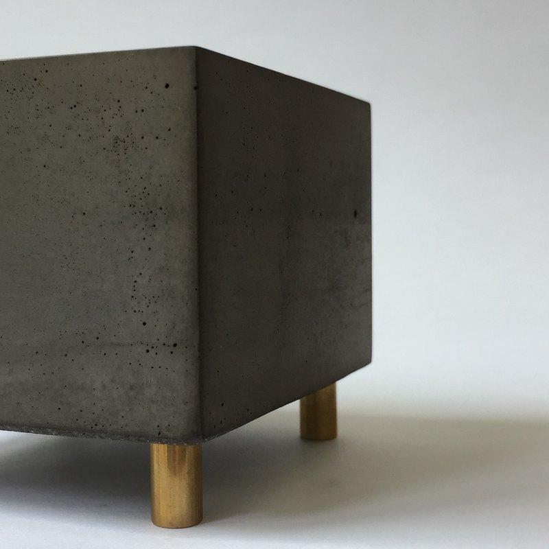 FENEN-黑水泥 多用途器皿 銅腳 盆栽花器 收納置物 燭台香座–方