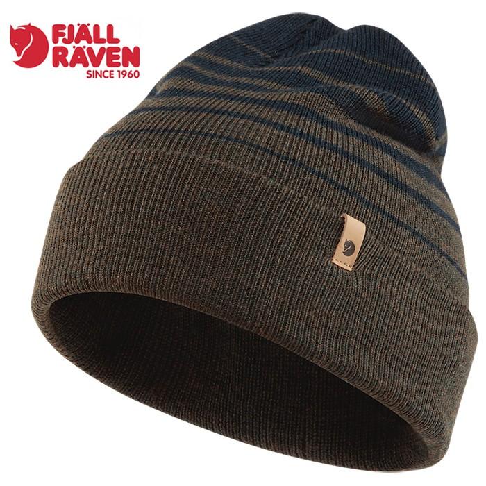 這款針織保暖帽採用柔軟的美麗諾羊毛製成,帶有誘人的條紋,觸感細緻,雙層針織結構,能為重要的頭部帶來足夠的溫暖。即便身處潮濕的環境下,美麗諾羊毛也能迅速吸收水分、快速乾燥。不易產生異味的特性,能長時間穿