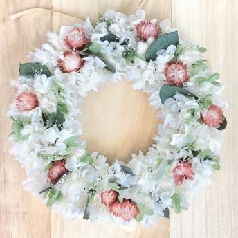 ユーカリのホワイトリースL リースボックス付 プリザーブドフラワー リース 誕生日 ウェディング 結婚祝い 新築祝い ナチュラル 白 オレンジ ラッピング 木の実 お中元