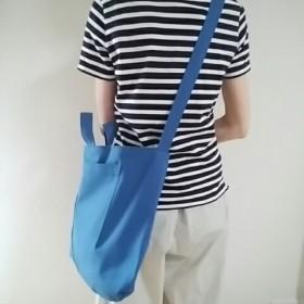 L 肩にもかけられるバッグ 青 帆布