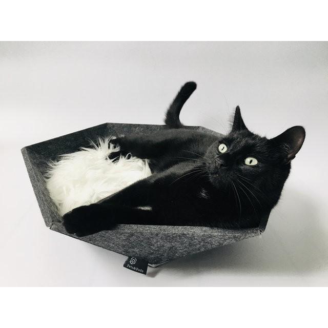 Atomo(濃灰色)六角形のアートなベッド 犬 猫 ねこ ネコハウス 北欧 おしゃれ