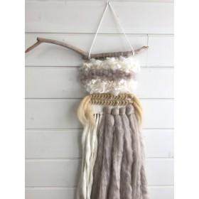 ふわふわ羊毛のウォールハンギング