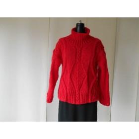 レッドモヘアの模様編みセーター