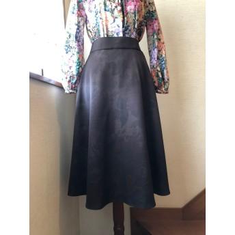 シャドウプリントのフレアスカート