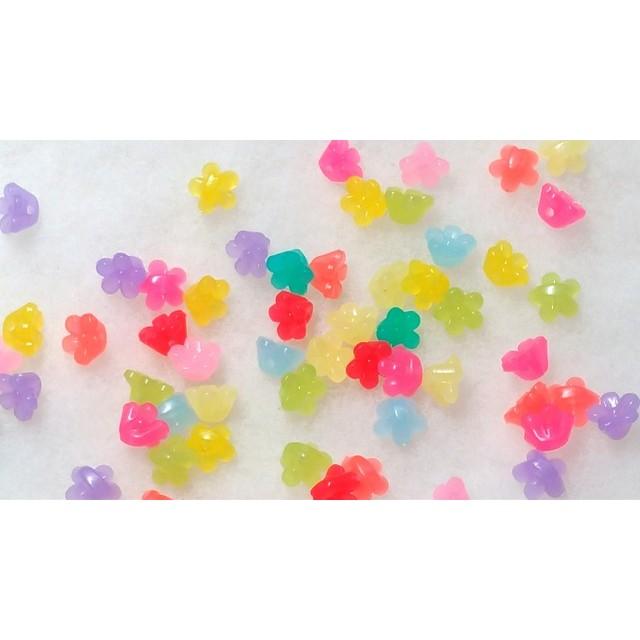 お花のキャンディーカラービーズ 10mm半透明 アソート100個 P262