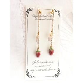 strawberry☆苺の花がゆらゆら揺れる可愛いイヤリング