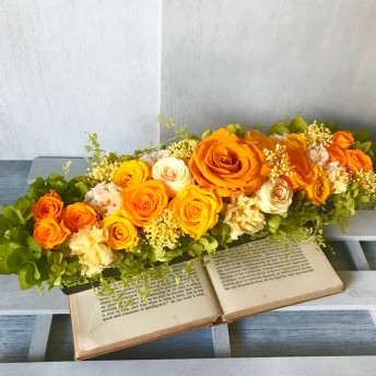 横長タイプの花器のビタミンカラーアレンジメント 敬老の日 母の日プレゼント 結婚祝い 開店祝い 開院祝い 還暦祝い