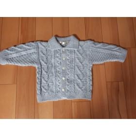 80サイズアラン模様の手編みの子供用ジャケット(グレー)