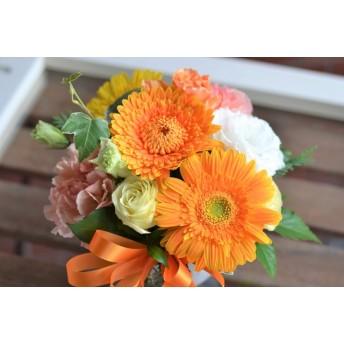 【生花】フラワーアレンジメント ガーベラでかわいいアレンジ