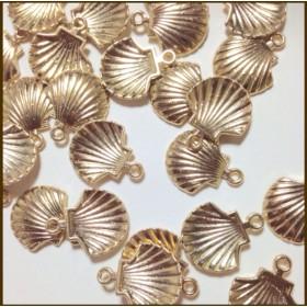 40個 貝殻チャーム 大 金