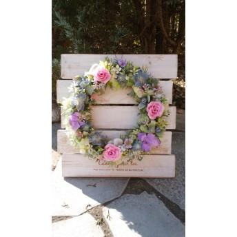 バラと小花のかわいいリース。プレゼントに最適
