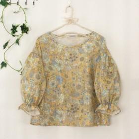 クリーム色花柄ダブルガーゼのパフ袖ブラウス