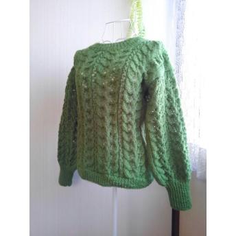 葉っぱ模様のバルーンスリーブセーター