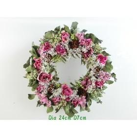 リースにピンク系のバラとユーカリと小花達