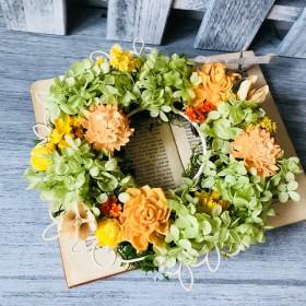ビ タミンカラーのナチュラルリース プリザーブドフラワー ウェディング プレゼント 母の日 結婚祝い 誕生日祝い 新築祝い