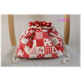 保冷ランチ巾着(お弁当入れ)☆赤いちごパッチ&ドット