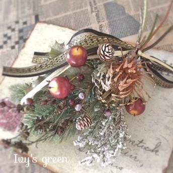ワイルドフラワーのクリスマススワッグ