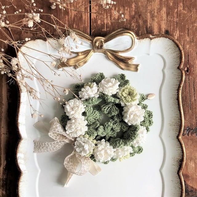 シュシュブレスレット 白詰草の頃/ホワイトxグリーン
