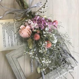 ピンクグレイッシュカラーのドライフラワースワッグ ラッピング付き 花束