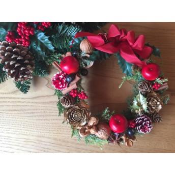 木の実のクリスマスリース