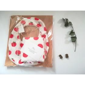 出産祝い・ふわふわスタイ・ふわふわハンカチ・(Wガーゼ リンゴ柄 ×白パイル)