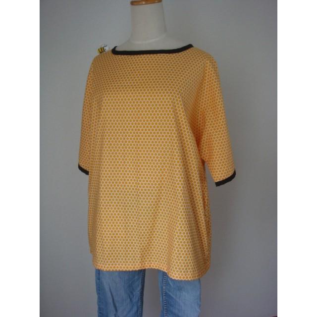 手編みみつばちブローチ付蜂の巣プルオーバー