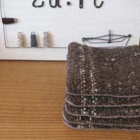 手紡ぎ糸の手織りコースター